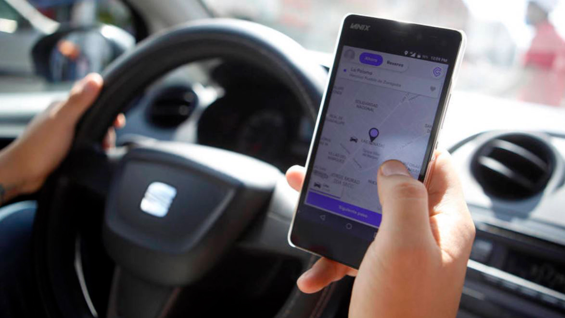 driver using what 3 words app to locate someone
