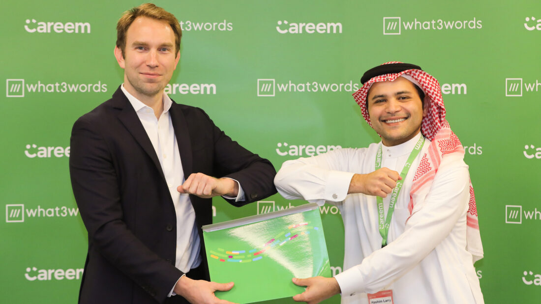 Dr Abdulla Elyas and Chris Sheldrick at signing ceremony