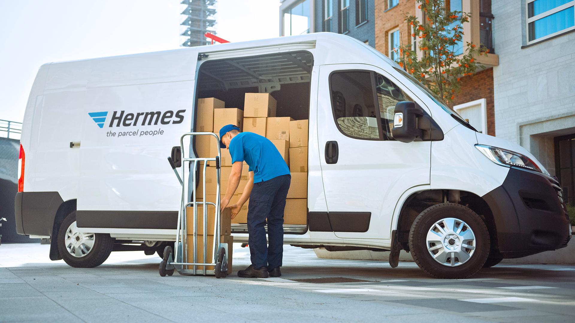 Hermes dropping off parcel
